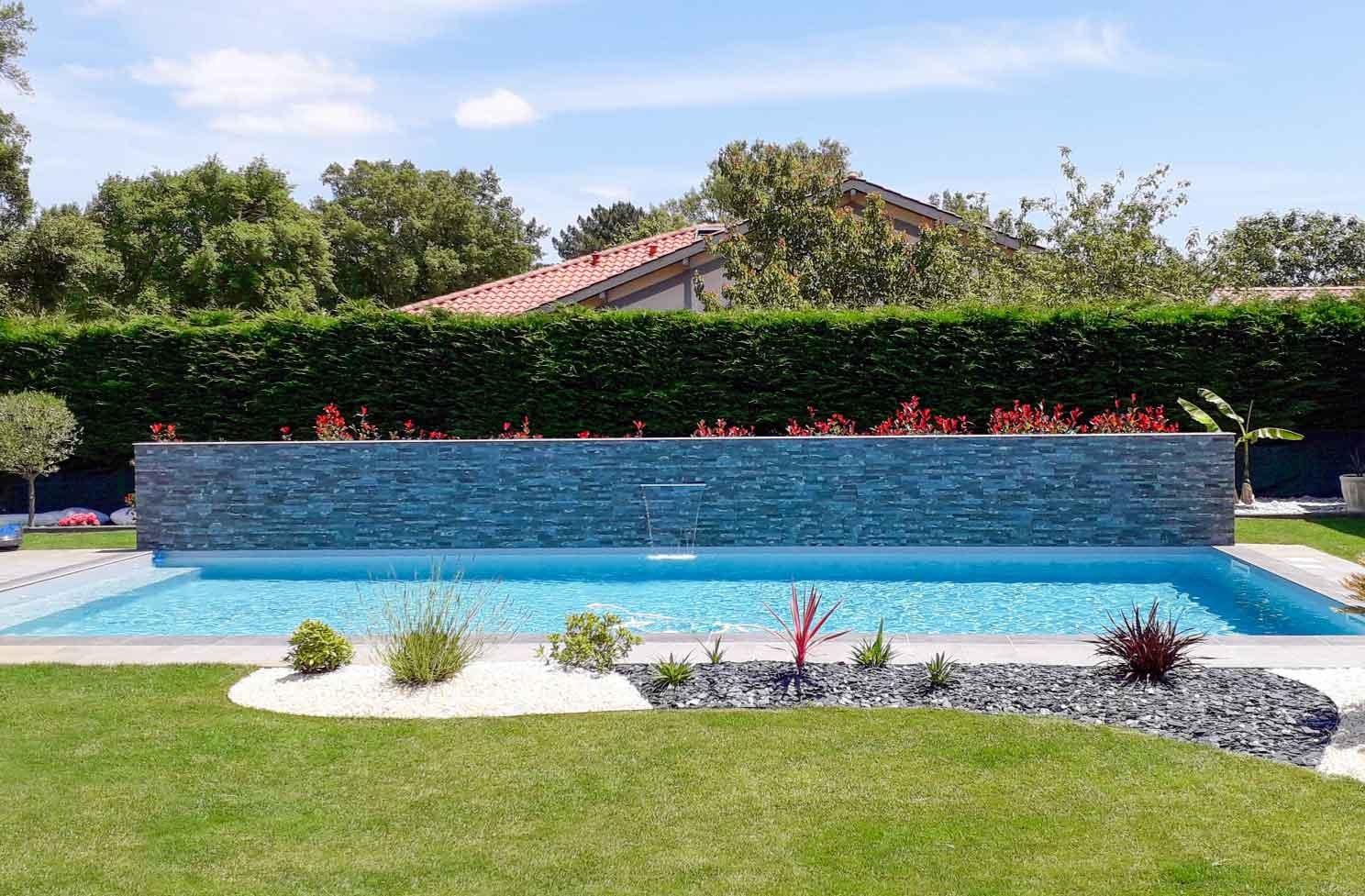 piscine-avec-cascade